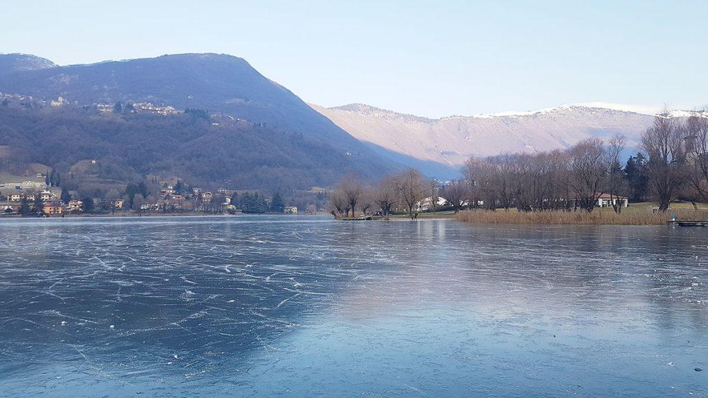 Il lago di Endine ghiacciato